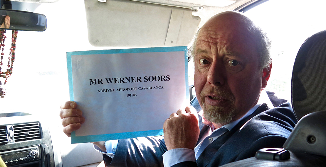 a picture of Werner Soors holding a welcomspaper for an airport