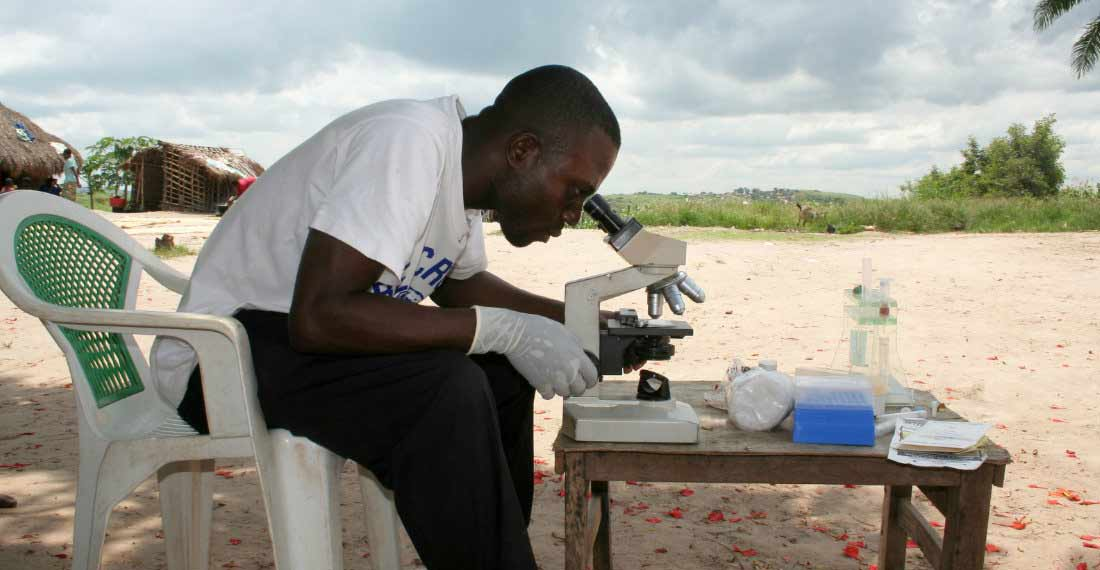 Joss Dinanga Muzudi analysing a sample under the microscope in the vicinity of Mbuji-Mayi
